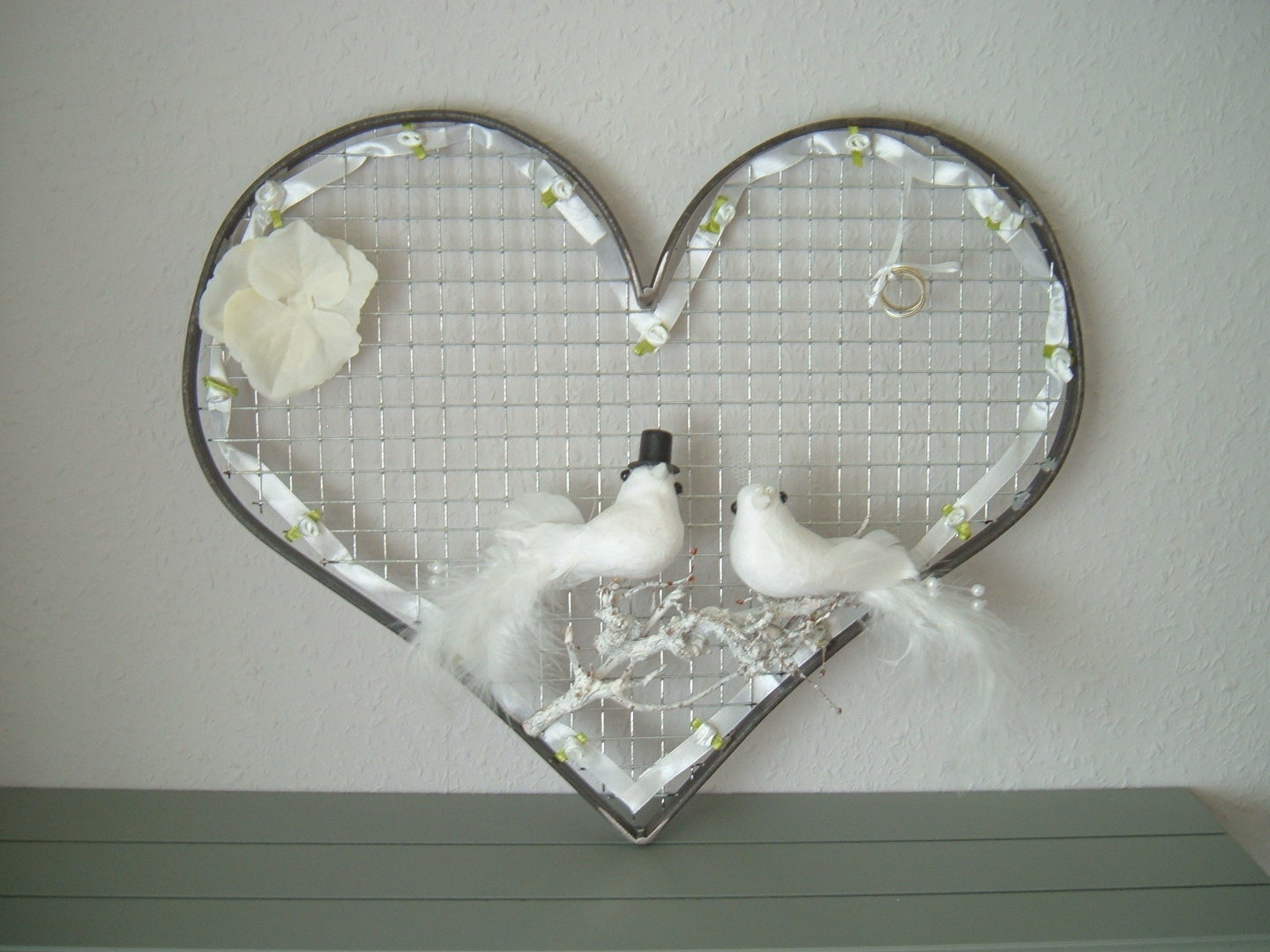 Wedding heart of metal decorated as gift item handwork