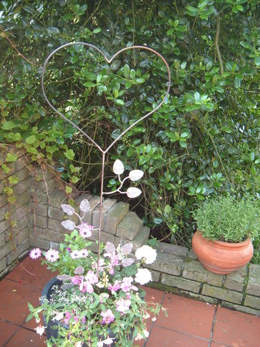 Garden heart heart made of round iron handmade metal precious rust as a rank aid