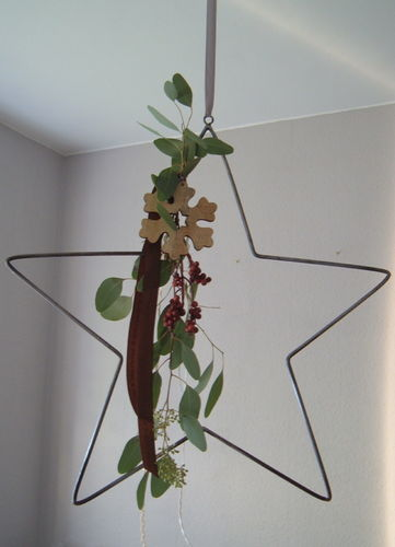 Star metal star decorated to your liking individually to hang