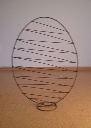 Easter egg XL wrapped with wire and metal stand