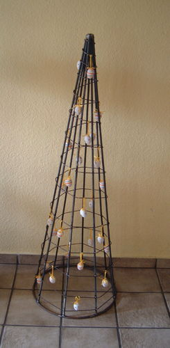 Pyramid XL metal with wire wrapped Easter decoration for Easter eggs